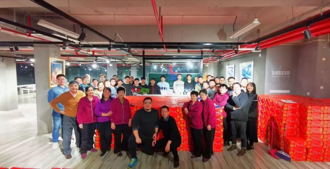 LDG动态︱凌晨,千余箱爱心蜜桔运抵上海